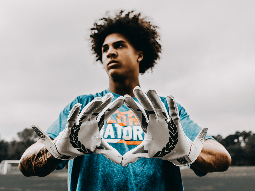 Invictus Gloves Armis The design is very important when it comes to choose your football gloves