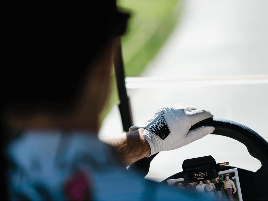 use golf glove to inscrease comfort | Invictus Golf Gloves