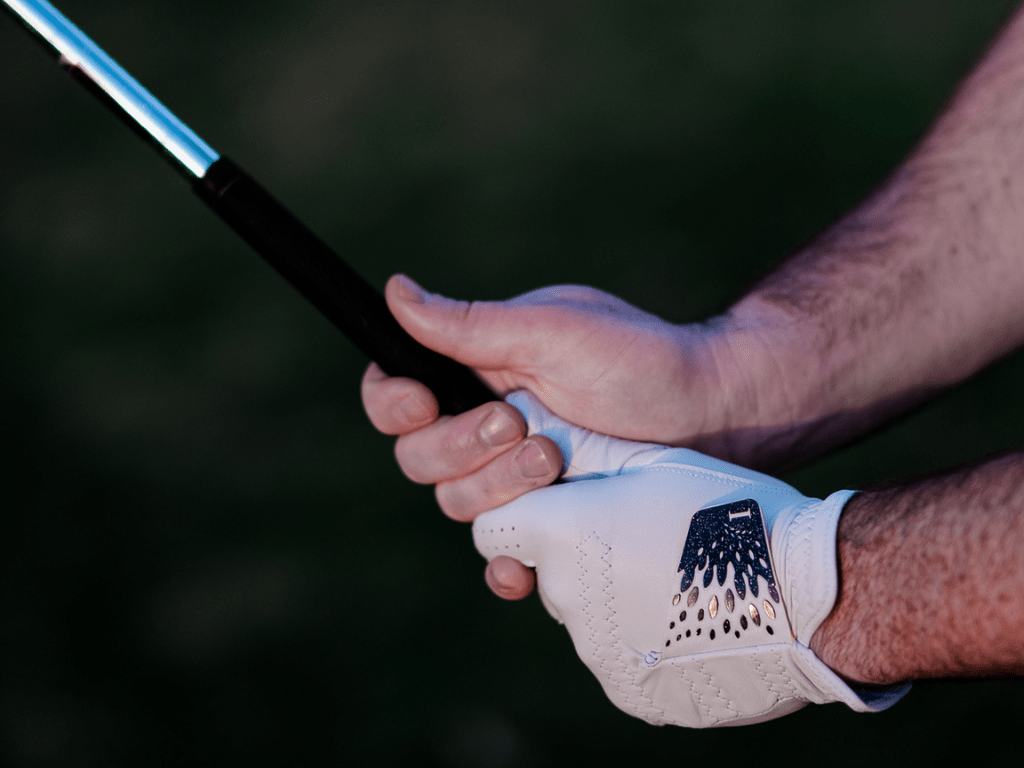To know when you need to change your golf glove, your golf clubs matters